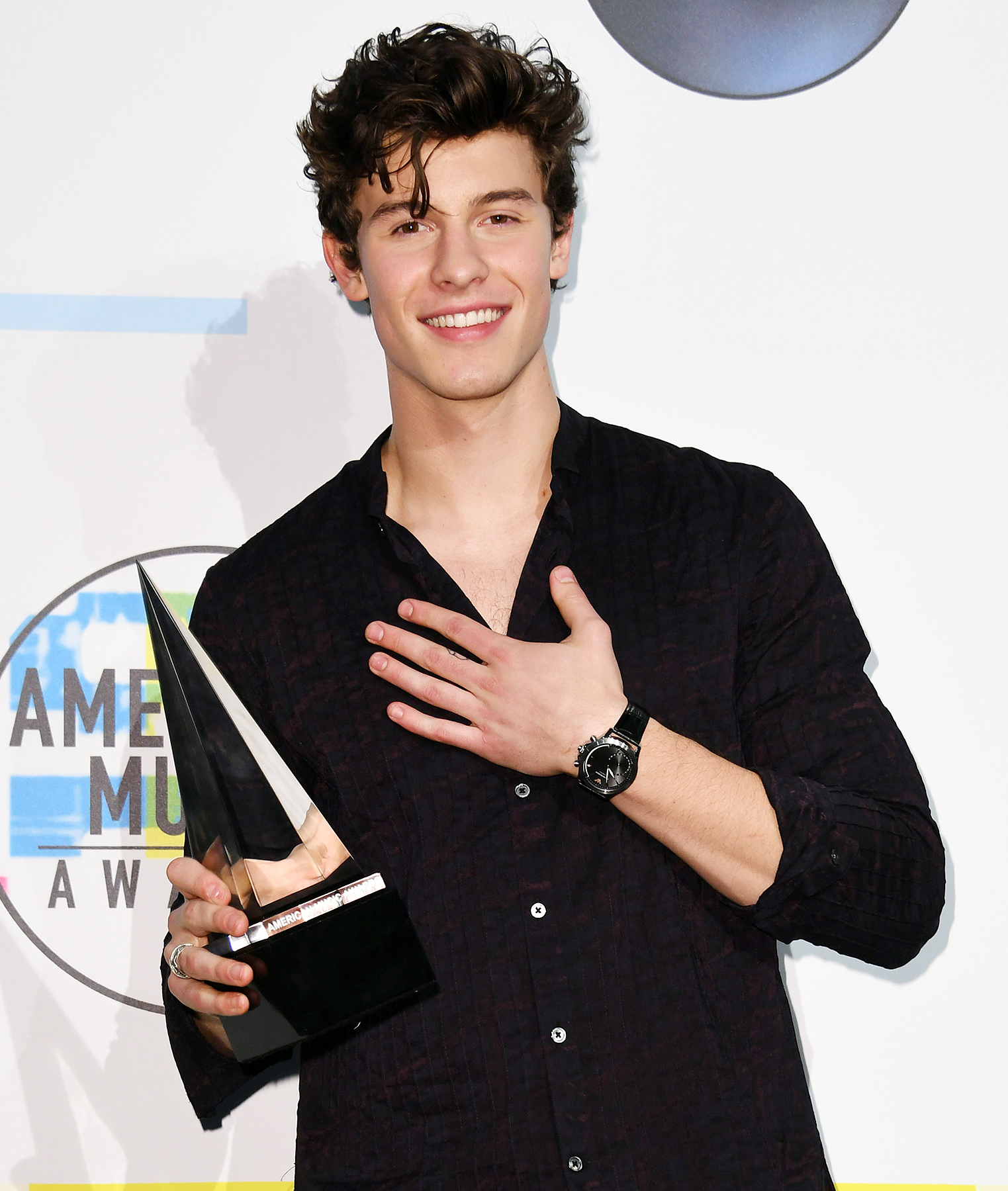 shawn mendes earned his ama trophy last