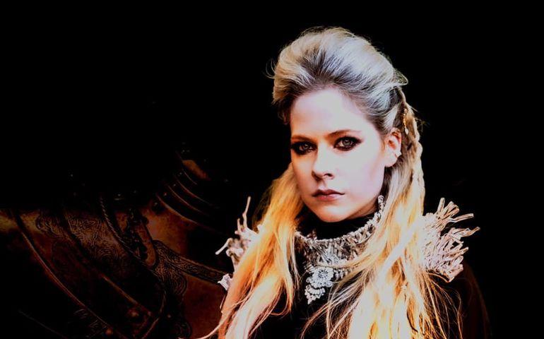 Avril Lavigne  Facebook photo