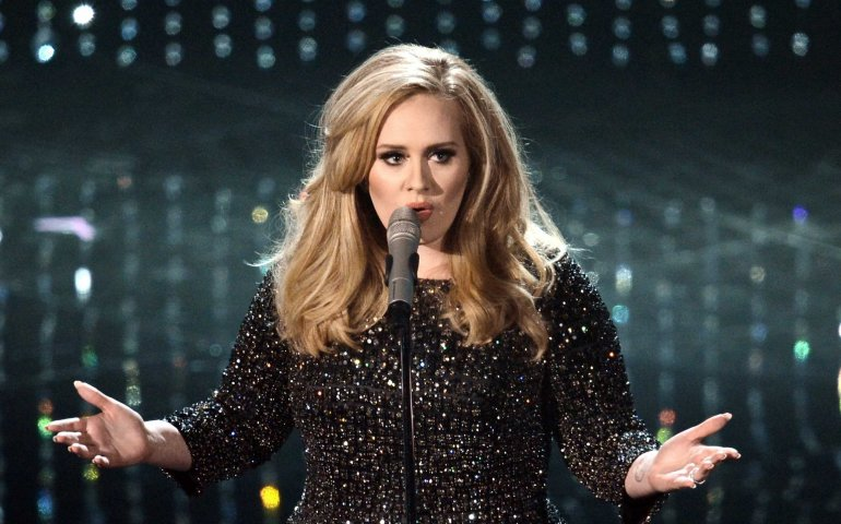 Christmas Comes With A New Adele Album | FYIMusicNews