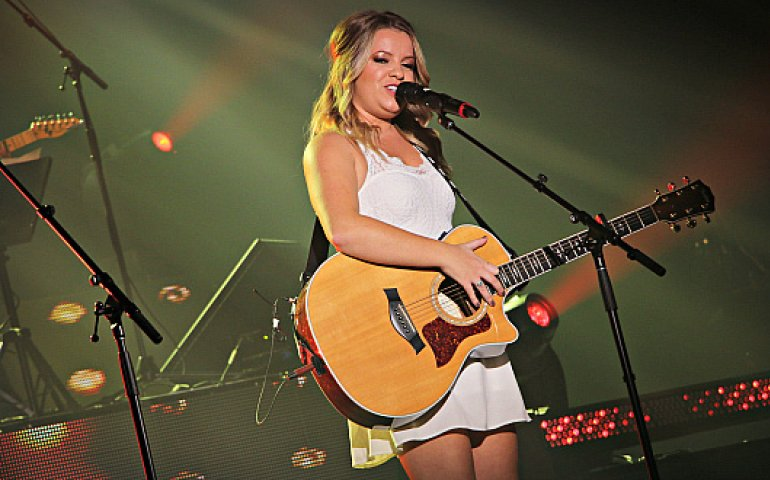 Gabrielle Goulet won the SOCAN Song of the Year Award at the 2016 Gala Country show. (Photo: Eric Parazelli)