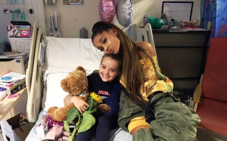 Ariana Grande suprised Manchester bombing victims in hospital yesterday