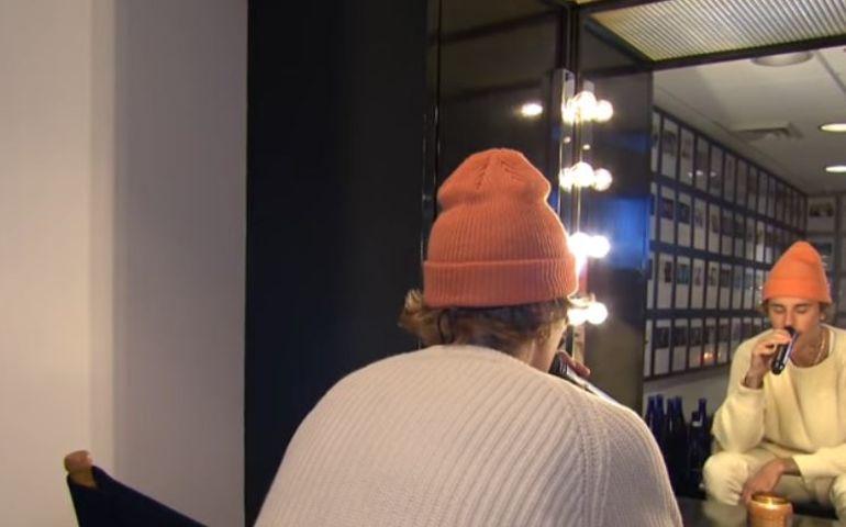 Capture taken from Justin Bieber's SNL performance.