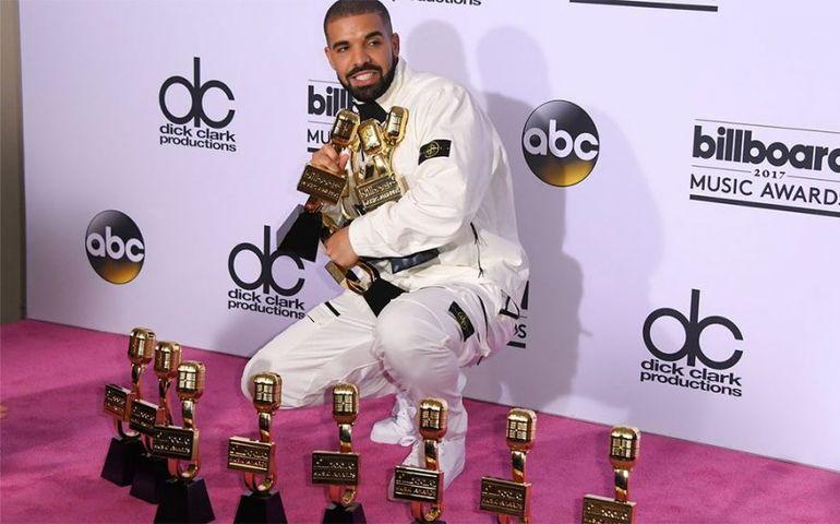 Drake's magic moment backstage at the Billboard Awards