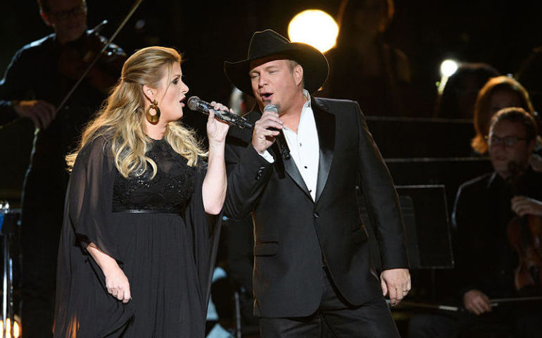Garth and Trisha, so happy together. Getty Images