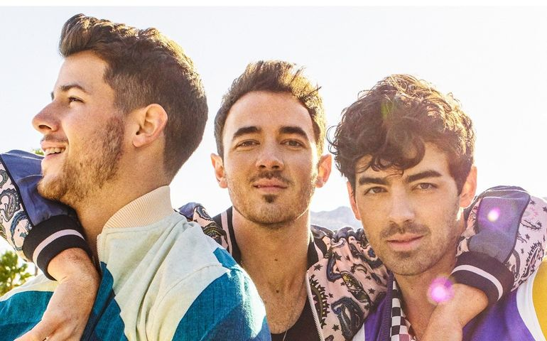 Jonas Brothers tour poster shot