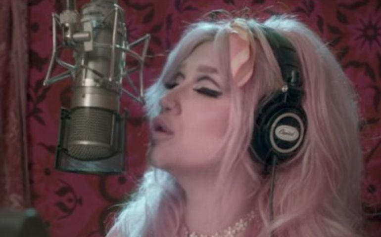 Kesha sporting rainbow hair