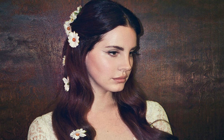 Lana at Coachella looking very maidenly