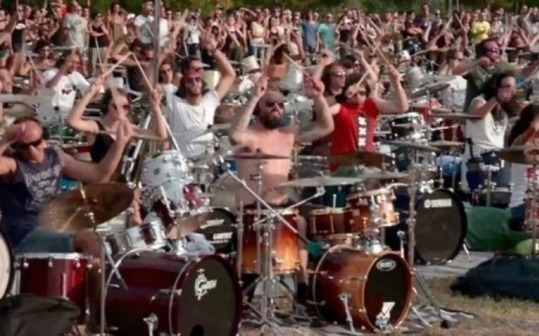 Still from the clip of 1000 Italian fans playing 'Learn to Fly' in Cesena. Photo: YouTube