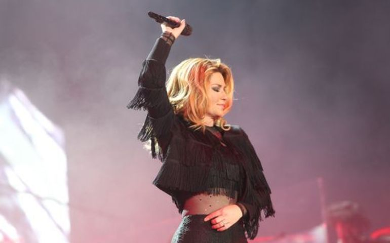 Shania performing on stage at Stagecoach Festival
