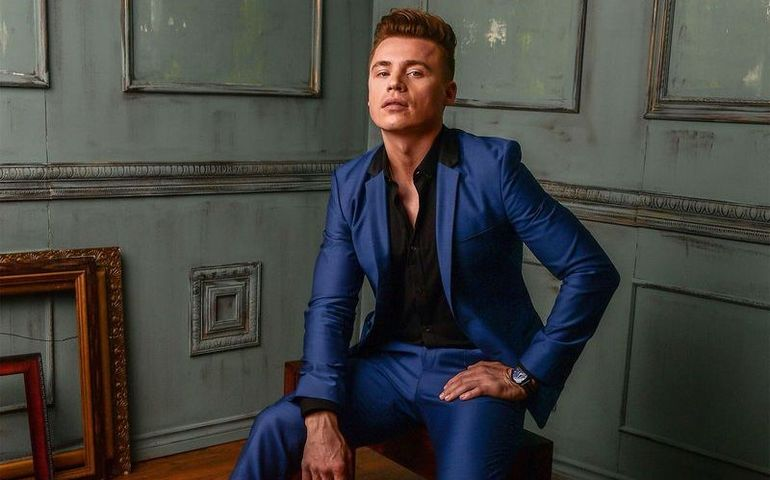 Heartthrob Shawn Hook reunites with Neon Dreams again on tour this fall.