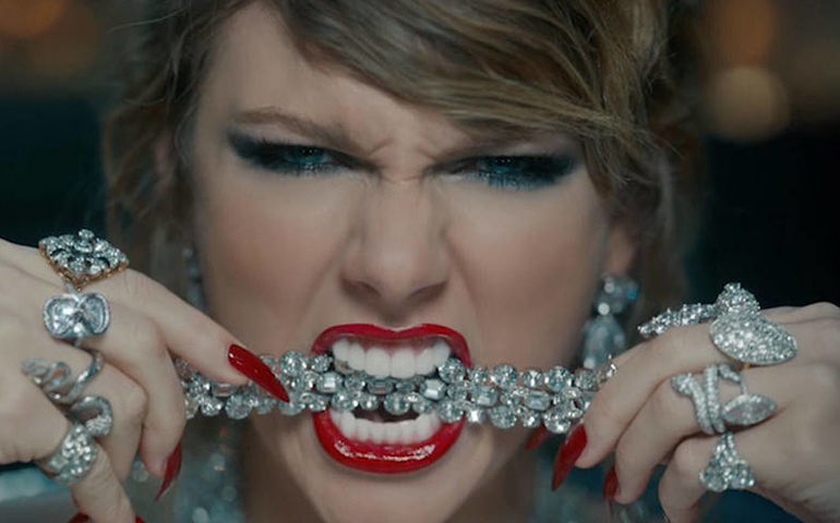 Taylor Swift bares her jeweled fangs