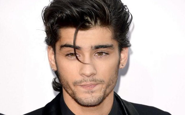 Number 1 with a bullet for former One Direction singer Zayn Malik