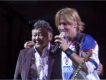 Ron Sakamoto brought on stage by Keith Urban to loud cheers