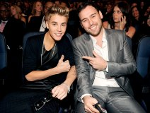 Justin with manager Scooter Braun
