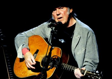 Neil Young, Bluenote Cafe