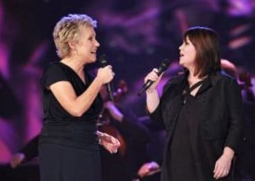 Anne and Jann performing at the '08 Juno Awards. Photo credit: CARAS/iPhoto.ca