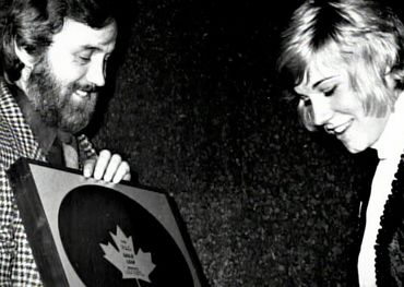 "Paul White presenting Anne Murray with an RPM Gold Leaf Award for ""Snowbird"" in 1970. Pic: NMC"
