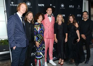 (L to R) Arcade Fire, Marchelle Sellers, Natasha Koifman,George Stroumboulopoulos at Artists for Peace and Justice Montreal Gala, June 8, 2019 — photo credit: George Pimentel.