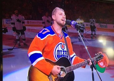 """Brett Kissel performing """"We're Gonna Win the Cup"""" on hometown ice"""