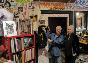 e El Mocambo gift shop with a friend. Pic: Bill King Photography