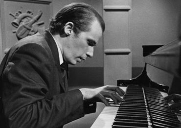 Glenn Gould in the studio in 1978. Pic: Harold Whyte/The Star/CP