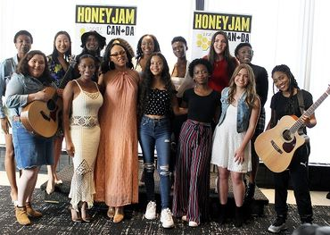 American singer-songwriter Elle Varner (rose dress) with the 2019 Honey Jam artists — photo credit: Sally Warburton.