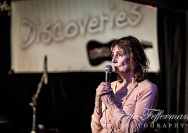 Eric Fefferman captures Jane hosting one of her Discoveries nights at Hugh's Room Live