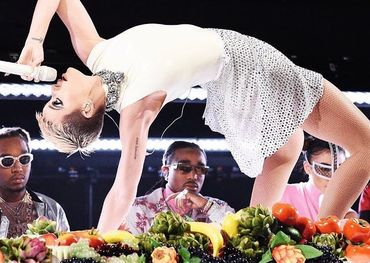 Katy Perry does gymnastics