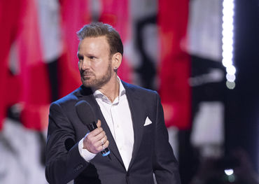 A visibly moved Corey Hart is inducted into the Canadian Music Hall of Fame - photo by CARAS/iPhoto Inc.