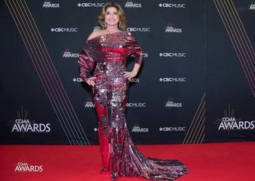 Shania dazzles on the red carpet in Hamilton last night - Facebook