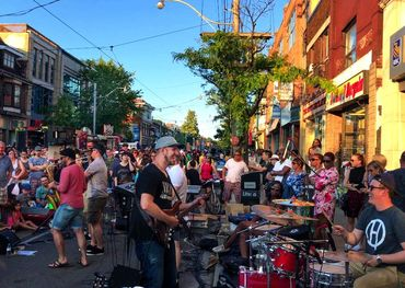 Photo: Bill King  Beaches International Jazz Festival street scene