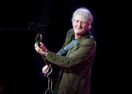 A classic Tom Cochrane on-stage pose