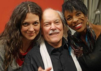 The man of the hour with Alejandra Ribera & Shakura S'Aida. Photo credit: Bill King
